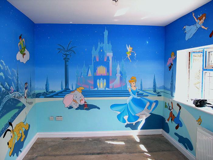 Рисунок на стене в детской комнате фото